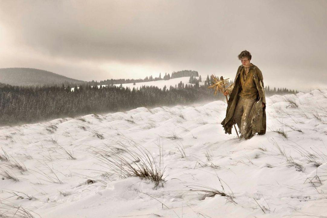 Elternlos streift der junge Krabat (David Kross) durch das hungernde, vom Dreißigjährigen Krieg verwüstete Deutschland. Eines Nachts führt eine unhe... - Bildquelle: Claussen+Wöbke+Putz Filmproduktion