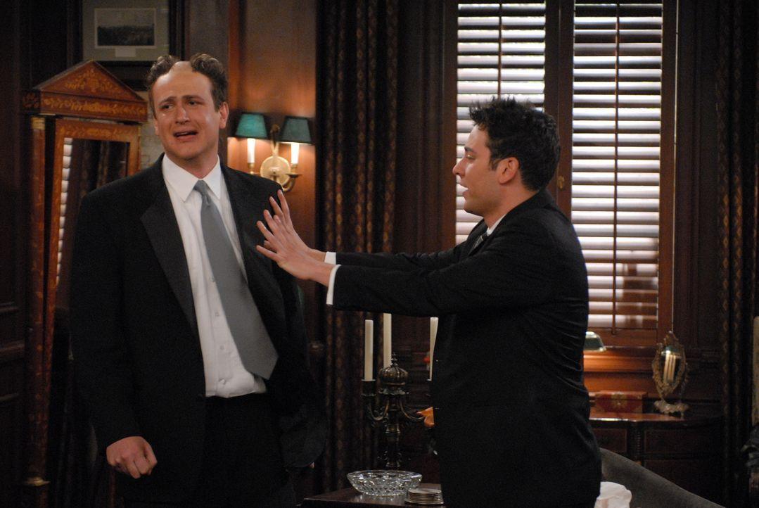 Lilys Kusine hat Marshall (Jason Segel, l.) zu einer neuen Frisur überredet. Als er jedoch das Ergebnis sieht, ist er total geschockt  - und greift... - Bildquelle: Michael Yarish 20th Century Fox International Television