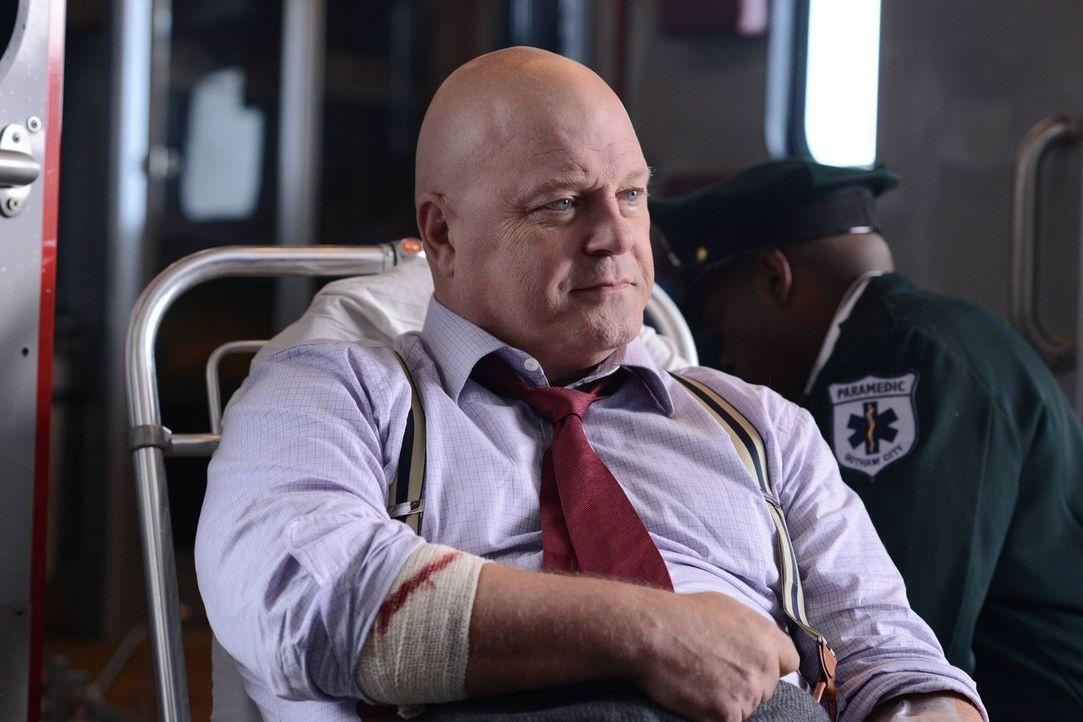 Geht seiner Mission weiter nach, Gotham City zu säubern: Nanthiel Barnes (Michael Chiklis) ... - Bildquelle: Warner Brothers