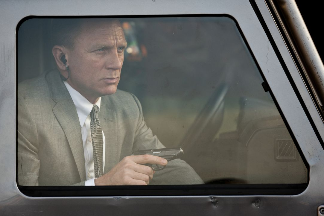 Agent 007 (Daniel Craig) muss gegen einen unbekannten Gegner kämpfen, der nur ein Ziel kennt: Dem britischen Geheimdienst empfindlich zu schaden und... - Bildquelle: Skyfall   2012 Danjaq, LLC, United Artists Corporation and Columbia Pictures Industries, Inc. All rights reserved.