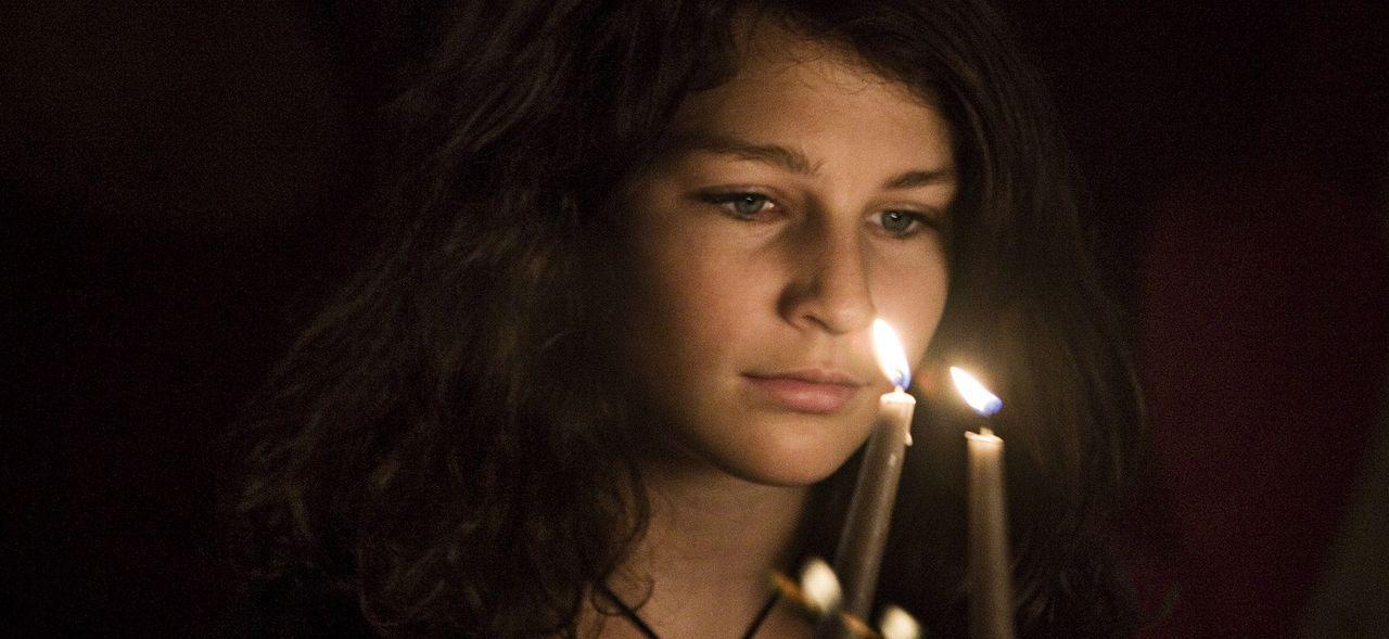 Die kleine Lulu (Sara Langebæk Gaarmann) liest mit Begeisterung Sagen über Geister und Dämonen. Sie wünscht sich nichts sehnlicher, als auch ein...