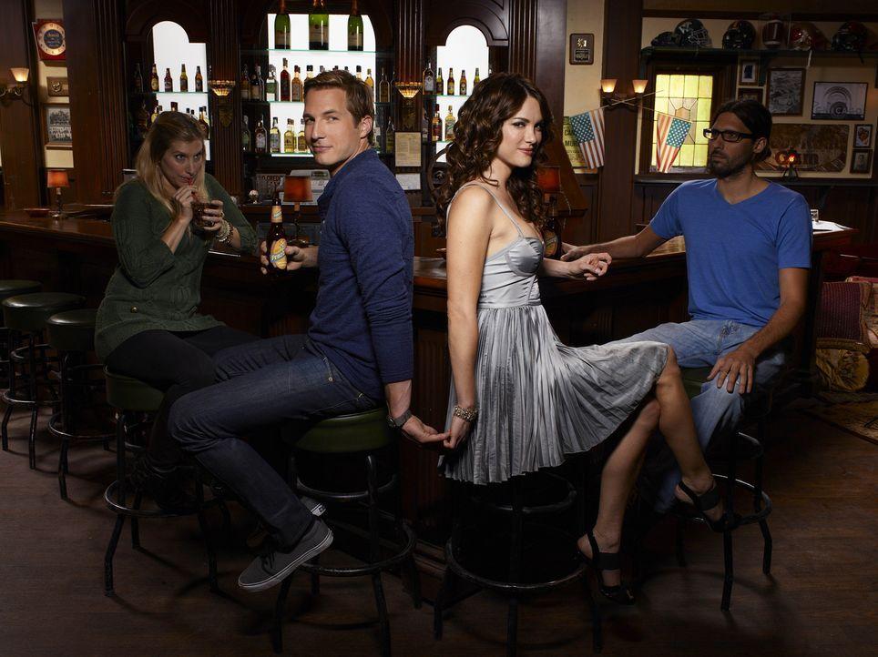 (1. Staffel) - Freunde, in allen Lebenslagen: Ben (Ryan Hansen, 2.v.l.) und Sara (Danneel Ackles, 2.v.r..) - Bildquelle: Mitchell Haaseth NBC Universal, Inc.
