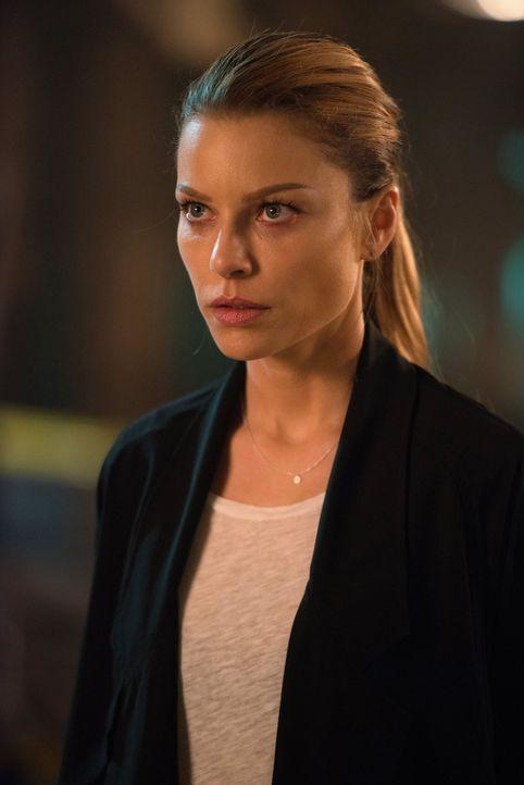 Die Zusammenarbeit mit Lucifer gestalten sich für Chloe (Lauren German) immer komplizierter ... - Bildquelle: 2016 Warner Brothers