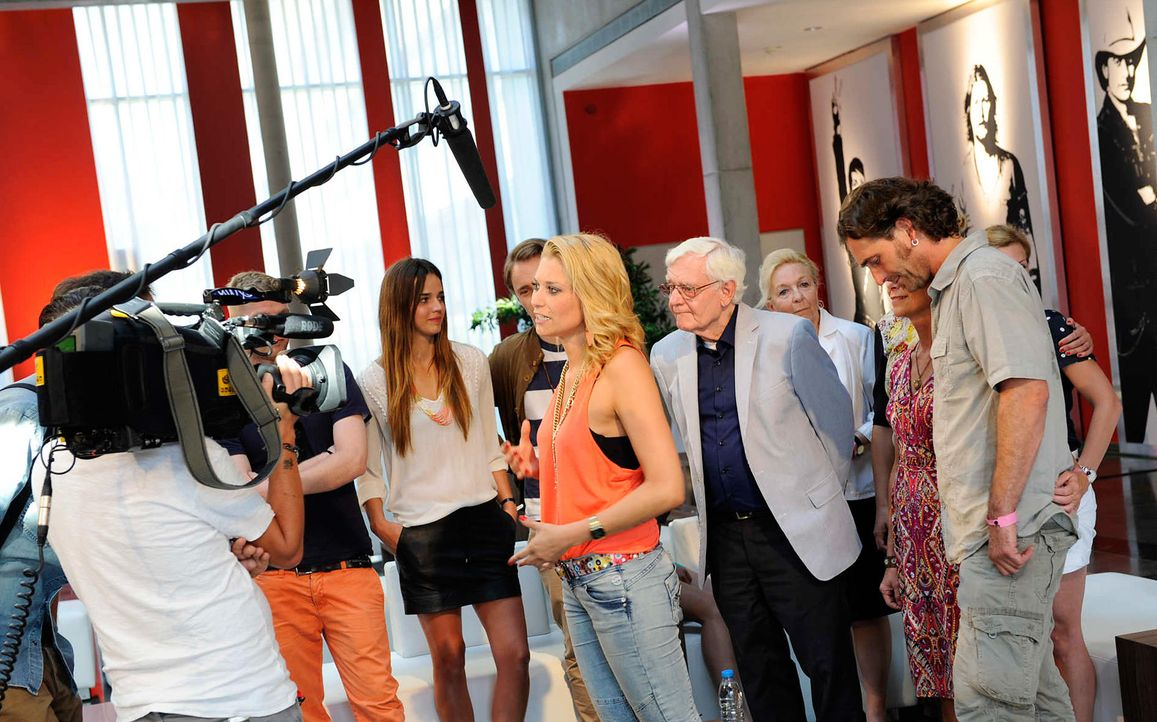 giulia-the-voice-of-germany-stf02-epi02-15-backstagejpg 2000 x 1248 - Bildquelle: ProSieben/SAT.1/Christoph Assmann