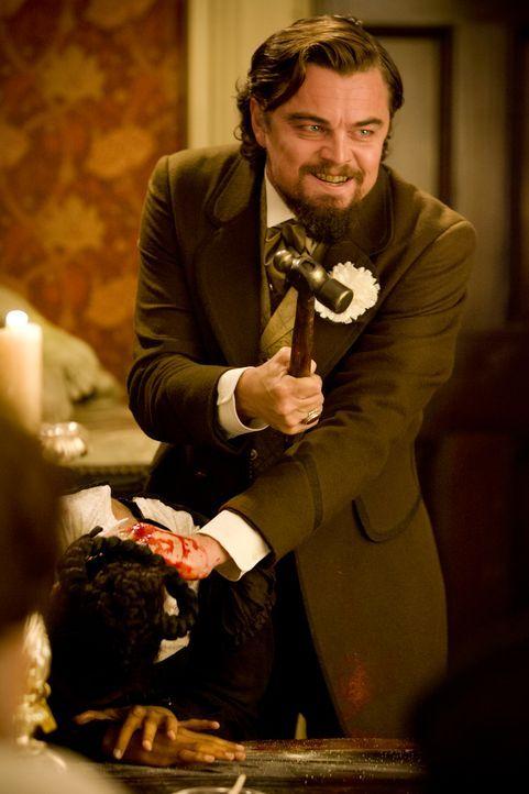 Als Calvin Candie (Leonardo DiCaprio, r.) erneut mit mit Broomhildas (Kerry Washington, l.) Tod droht, ist es mit Dr. Schultz' Ruhe vorbei ... - Bildquelle: 2012 Columbia Pictures Industries, Inc.  All Rights Reserved.