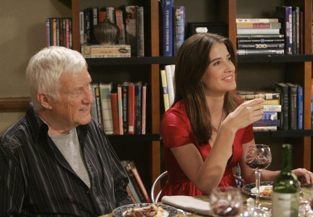Ted ist genervt, da Robin (Cobie Smulders, r.) ihren neuen Bekannten zu der Feier eingeladen hat. Bob (Orson Beam, l.) ist mit seinen 41 Jahren zwar... - Bildquelle: 20th Century Fox International Television