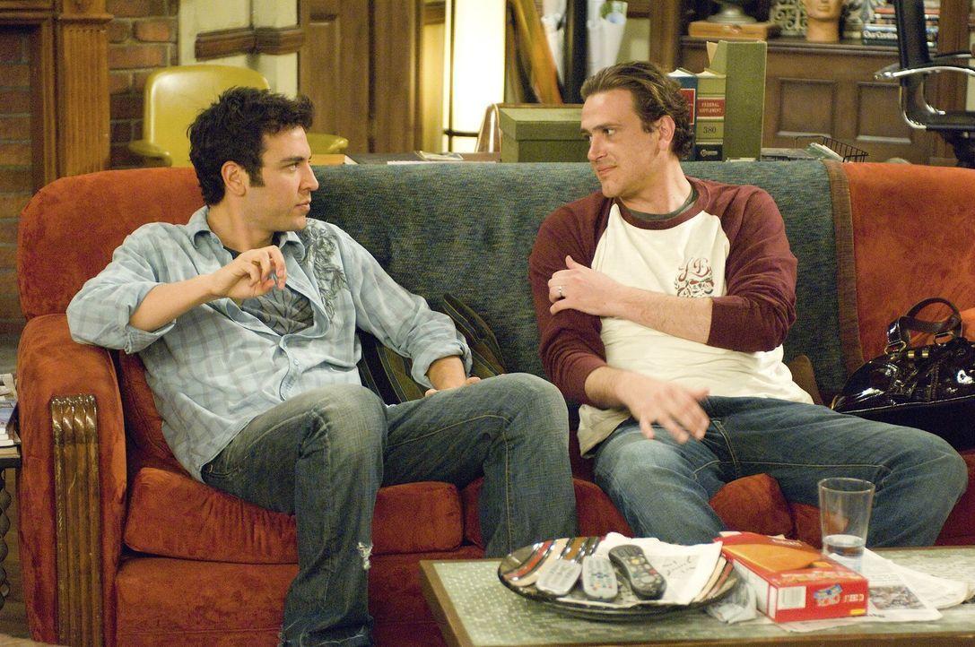 Robin möchte, dass ihre Freunde Ted (Josh Radnor, l.), Marshall (Jason Segel, r.), Lily und Barney, ihre Jugendliebe Simon kennenlernen. Doch ist d... - Bildquelle: 20th Century Fox International Television