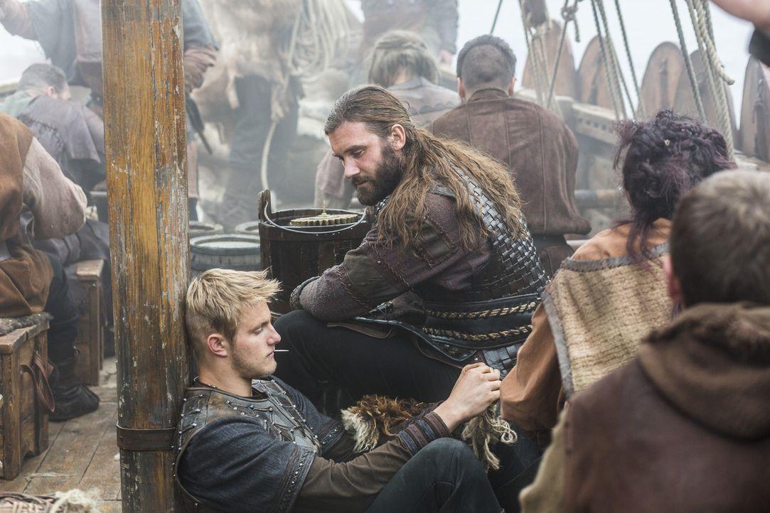 Ragnar und Horik haben sehr unterschiedliche Ideen über den wahren Grund für ihre Reise nach Wessex, während Bjorn (Alexander Ludwig, l.) und sein O... - Bildquelle: 2014 TM TELEVISION PRODUCTIONS LIMITED/T5 VIKINGS PRODUCTIONS INC. ALL RIGHTS RESERVED.