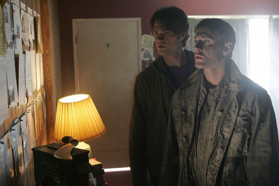 Nachdem ihre Mutter, als sie noch klein waren auf mysteriöse Weise ums Leben kam und nun auch ihr Vater verschwunden ist, machen sich Dean (Jensen... - Bildquelle: Warner Bros. Television