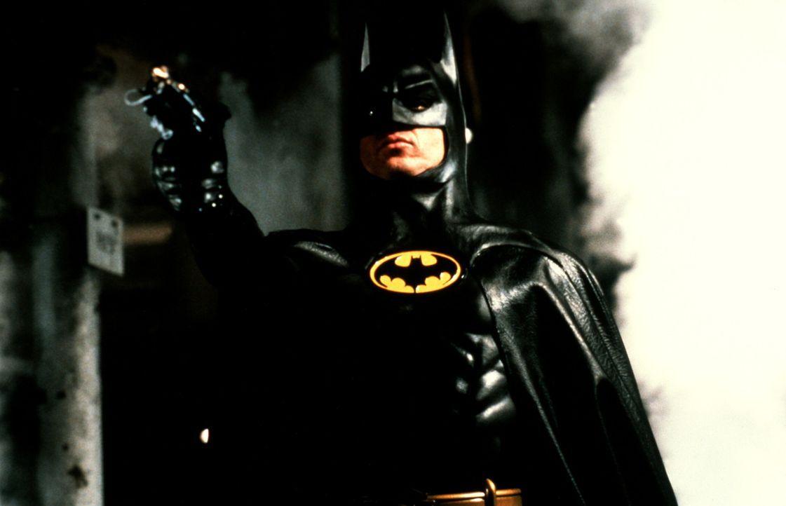 Als Batman, ein fledermausähnliches Phantom, bewacht Millionär Bruce Wayne (Michael Keaton) die Straßen von Gotham City, in denen das Verbrechen... - Bildquelle: Warner Bros.