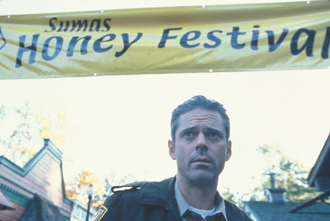 Während der Vorbereitungen für das Honig-Festival macht Sheriff Harris (C. Thomas Howell) eine schreckliche Entdeckung ... - Bildquelle: Regent Entertainment