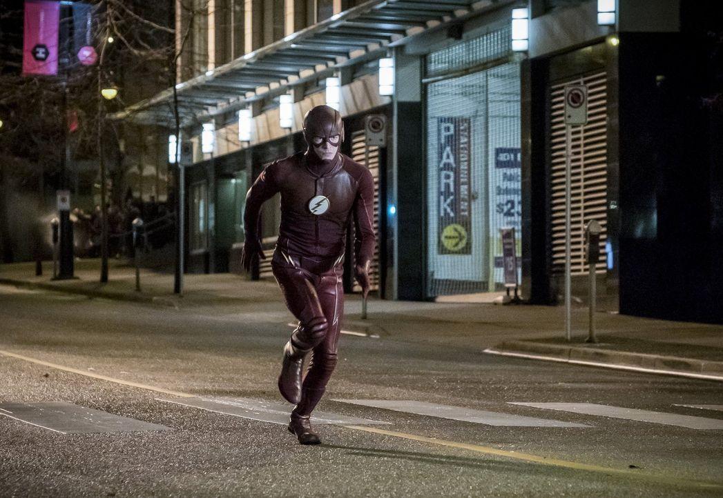 Grodd setzt alles daran, sein Versprechen wahr zu machen und die Welt von Barry alias The Flash (Grant Gustin) zu zerstören und mit ihr alle in Cent... - Bildquelle: 2016 Warner Bros.