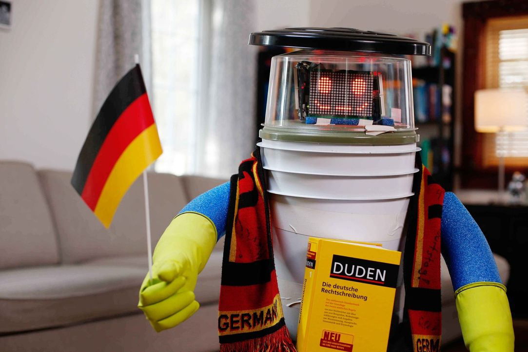Zehn Tage reist der kanadische Roboter hitchBOT durch Deutschland und ist dabei vollkommen auf seine Fans angewiesen ... - Bildquelle: ProSieben