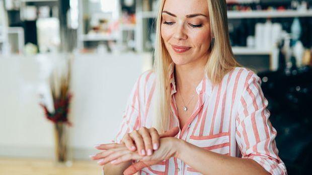 Pflege ist das A und O für gesunde Nägel – aber auch auf eine ausgewogene näh...