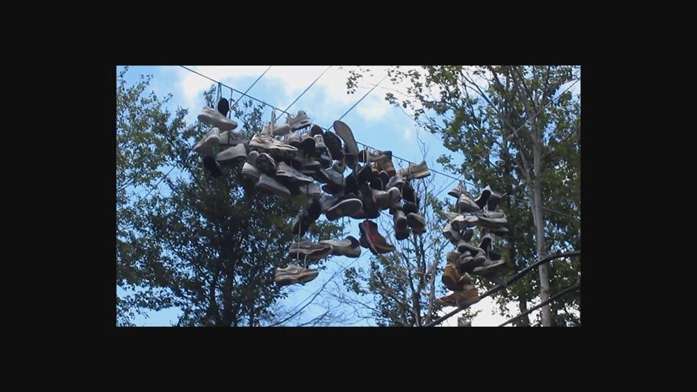 Hängende Schuhe - Bildquelle: Youtube / Scree Hiker