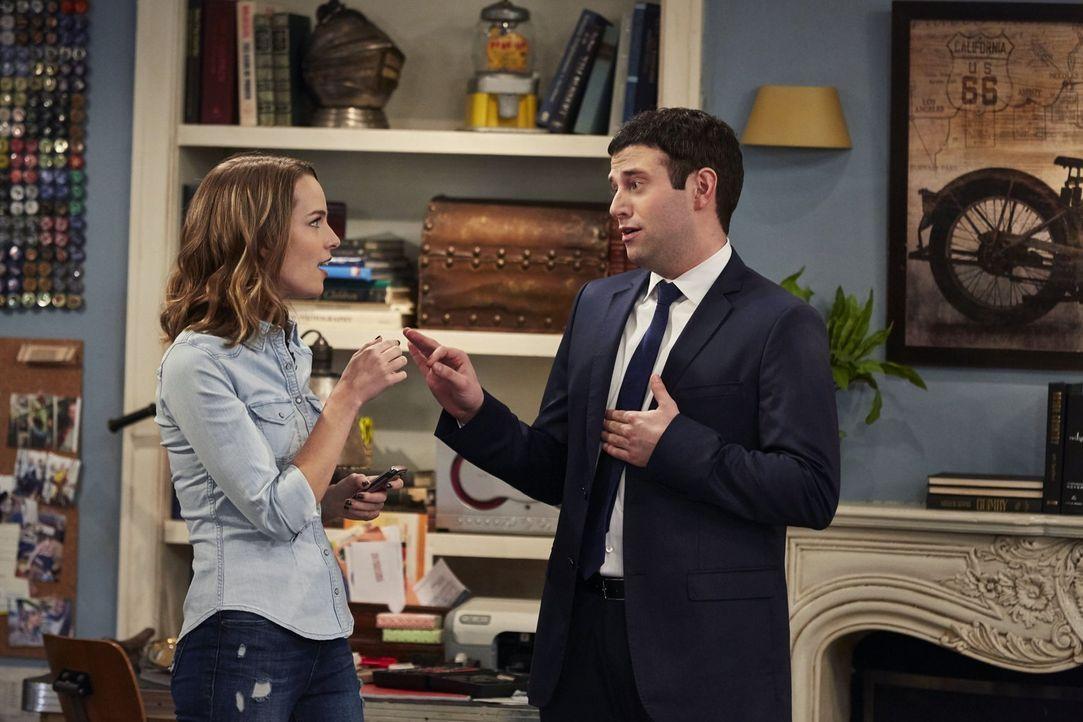 Danny manipulieren oder nicht? Justin (Brent Morin, r.) wägt mit Candace (Bridgit Mendler, l.) seine Möglichkeiten ab ... - Bildquelle: Warner Brothers