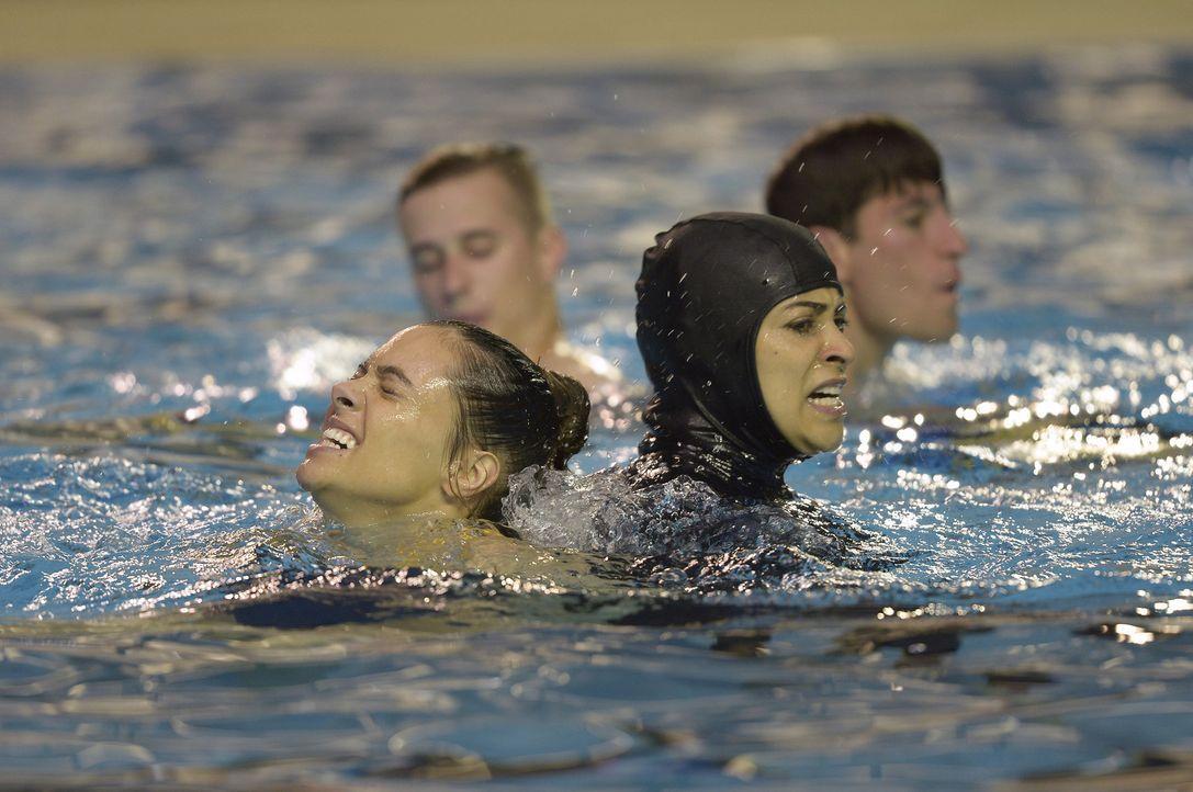 Die Rekruten, unter anderem Natalie (Anabelle Acosta, l.) und Nimah (Yasmine Al Massri, r.), müssen lernen, sich selbst darzustellen und auf die Stä... - Bildquelle: 2015 ABC Studios