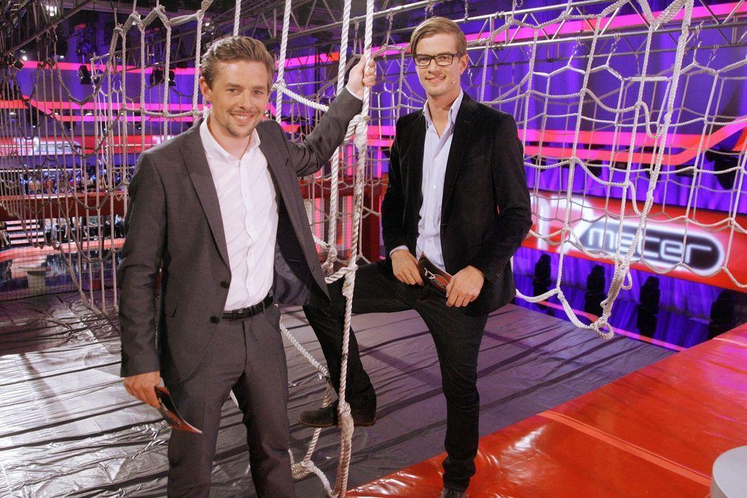 """Bringen die Kandidaten in """"17 Meter"""" richtig ins Schwitzen! Joko Winterscheidt (r.) und Klaas Heufer-Umlauf (l.) ... - Bildquelle: ProSieben"""