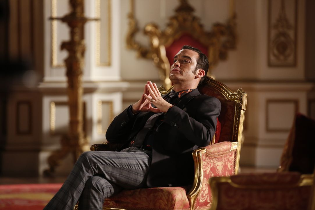 Spinnt weiter seine Intrigen im Palast: Prinz Cyrus (Jake Maskall) ... - Bildquelle: Tim Whitby 2014 E! Entertainment Media LLC/Lions Gate Television Inc.