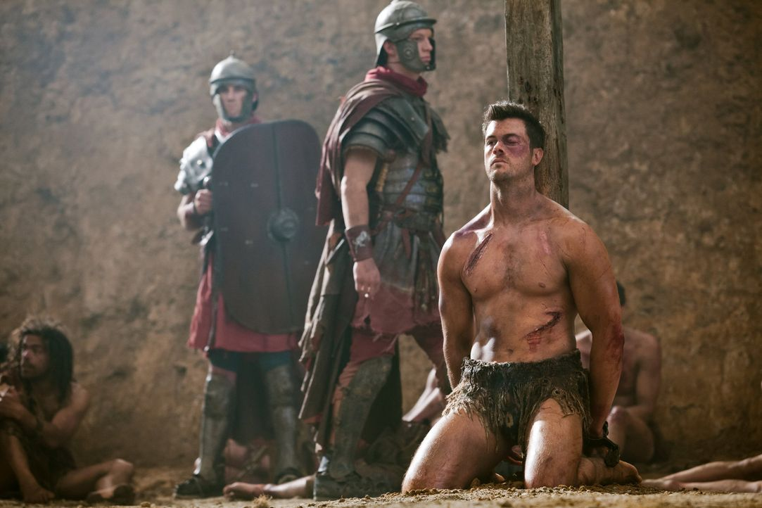 Jede nur erdenkliche Foltermethode kann Agron (Daniel Feuerriegel) nicht brechen. Da beschließen Crassus' Männer, den unbeugsamen Kämpfer ans Kreuz... - Bildquelle: 2012 Starz Entertainment, LLC. All rights reserved.
