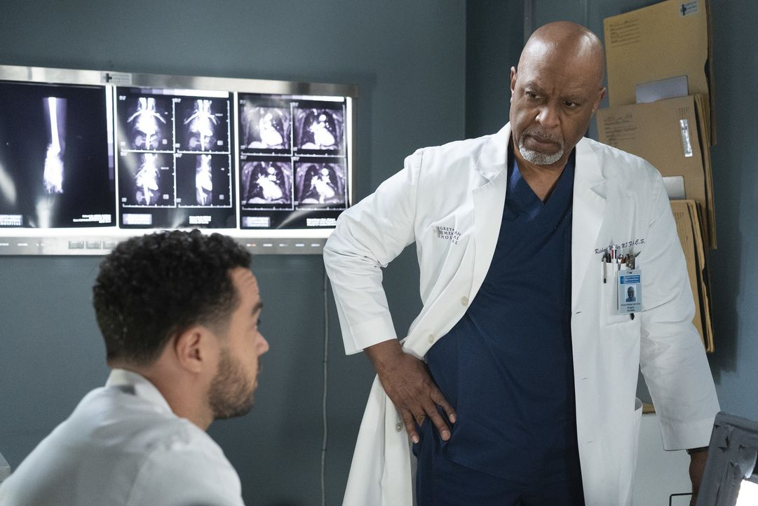 Dr. Jackson Avery (Jesse Williams, l.); Dr. Richard Webber (James Pickens Jr., r.) - Bildquelle: Eric McCandless ABC Studios