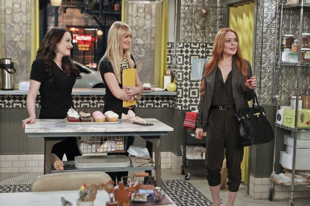 Als Max (Kat Dennings, l.) den Auftrag von Claire Guinness (Lindsay Lohan, r.) annimmt, ahnt sie nicht, was sie sich damit eingefangen hat. Caroline... - Bildquelle: Warner Bros. Television