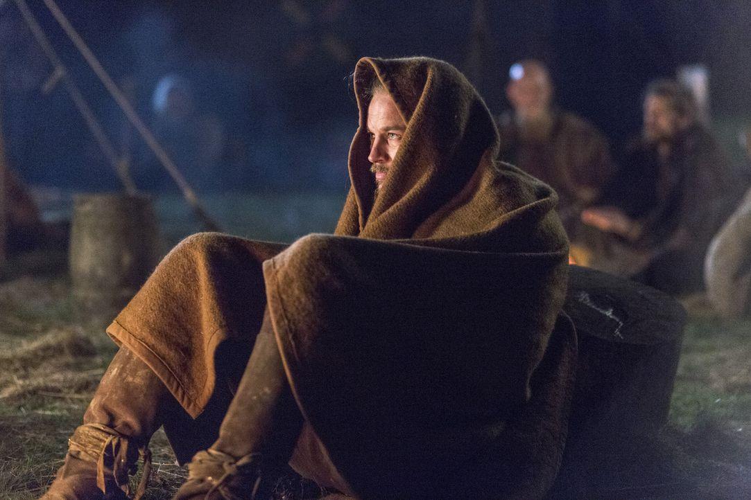 Noch ahnt Ragnar (Travis Fimmel) nicht, dass er und seine Leute in eine Falle von  König Ecberts und König Aelles Truppen geraten werden ... - Bildquelle: 2014 TM TELEVISION PRODUCTIONS LIMITED/T5 VIKINGS PRODUCTIONS INC. ALL RIGHTS RESERVED.