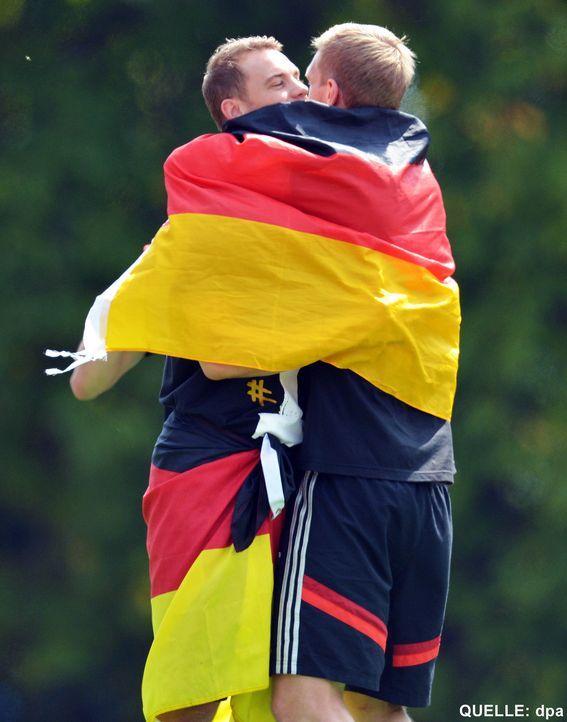 WM-ankunft-nationalmannschaft-berlin-24-140715-dpa - Bildquelle: dpa