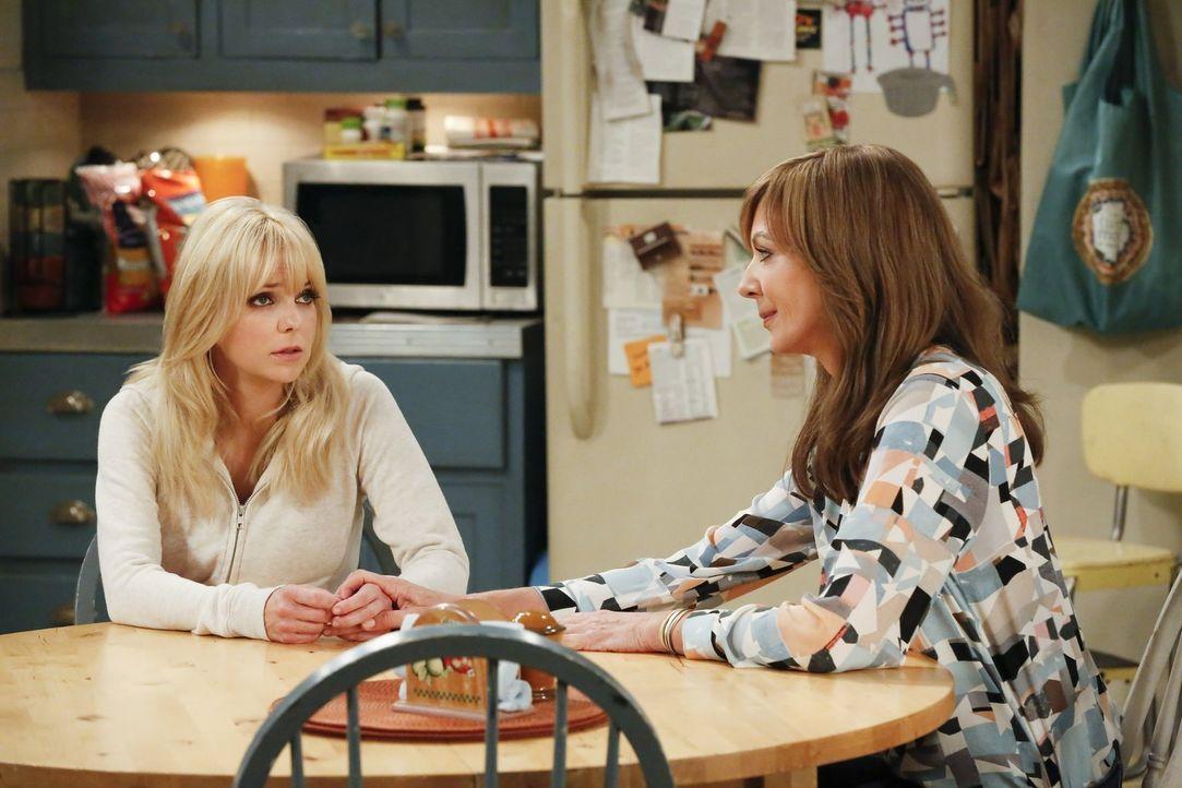Christy (Anna Faris, l.) und Bonnie (Allison Janney, r.) probieren Violet beizustehen, bis ihnen auffällt, dass diese gar nicht so krank ist, wie si... - Bildquelle: 2016 Warner Bros. Entertainment, Inc.