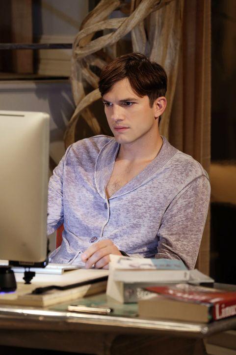 Möchte Berta einen schönen Geburtstag bescheren: Walden (Ashton Kutcher) ... - Bildquelle: Warner Bros. Television