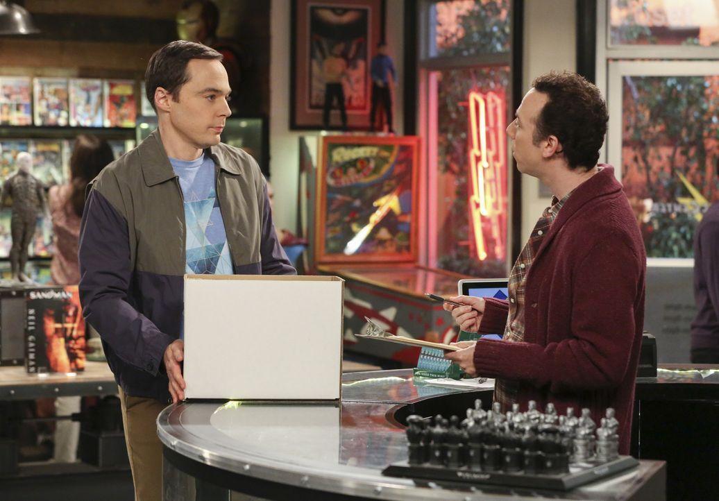 Findet Sheldon (Jim Parsons, l.) etwa ausgerechnet in Stuart (Kevin Sussman, r.) einen finanziellen Unterstützer für sein neues Projekt? - Bildquelle: Warner Bros. Television