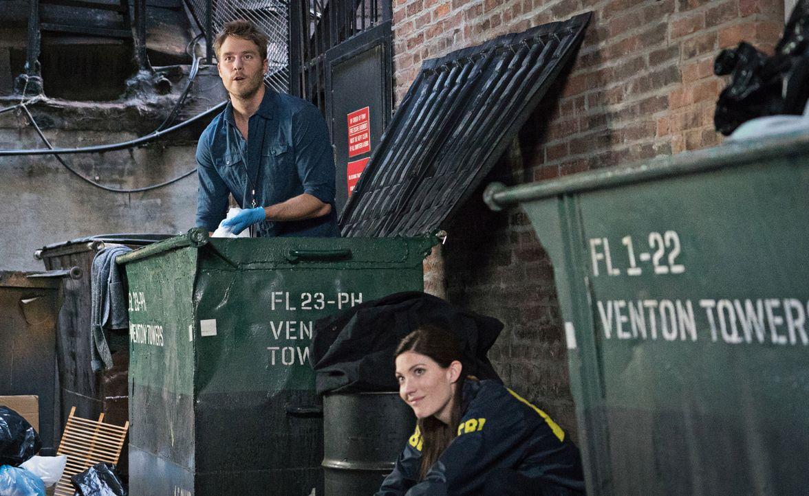 Bei den Ermittlungen: Brian (Jake McDorman, l.) und Rebecca (Jennifer Carpenter, r.) ... - Bildquelle: Michael Parmelee 2015 CBS Broadcasting, Inc. All Rights Reserved