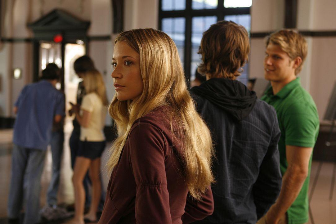 Madison (Sarah Roemer, vorne) ahnt nicht, welche Prüfungen im Winthrop Institut auf sie warten ... - Bildquelle: Kinowelt GmbH