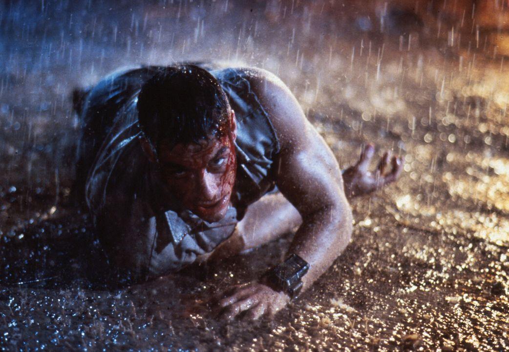 Im Kampf gegen seinen Erzfeind gerät Luc (Jean-Claude Van Damme) von einer gefährlichen Situation in die nächste ... - Bildquelle: 1992 TriStar Pictures