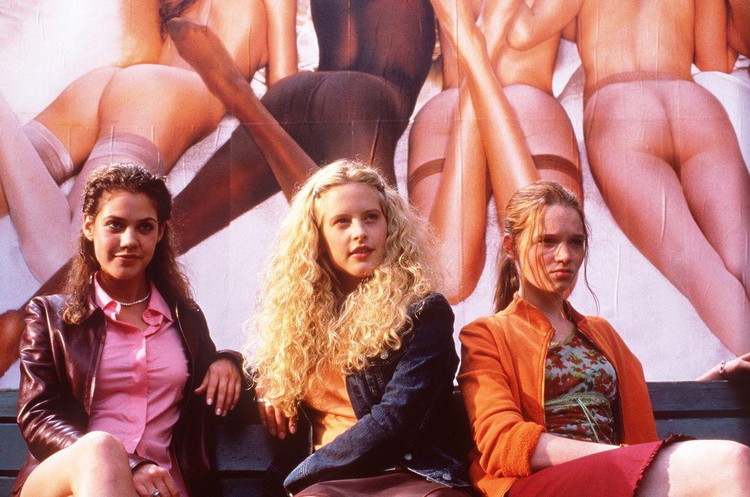 """Obwohl Victoria (Felicitas Woll, l.), Inken (Diana Amft, M.) und Lena (Karoline Herfurth, r.) zu """"allem"""" bereit sind, lässt der Erfolg noch auf sic... - Bildquelle: Constantin Film"""