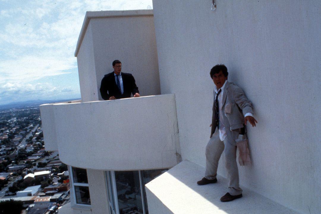 Als höchst versierter Einzelkämpfer nimmt Jackie (Jackie Chan, r.) die Verfolgung auf. Doch seine Gegner machen ihm das Leben schwer ... - Bildquelle: Warner Bros.