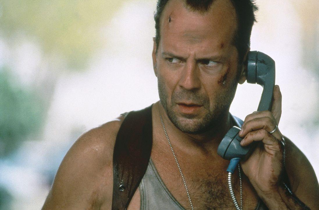 Eigentlich ist McClane (Bruce Willis) vom Dienst suspendiert, doch als ein Terrorist namens Simon zuerst ein Kaufhaus in die Luft sprengt und danach... - Bildquelle: 20th Century Fox