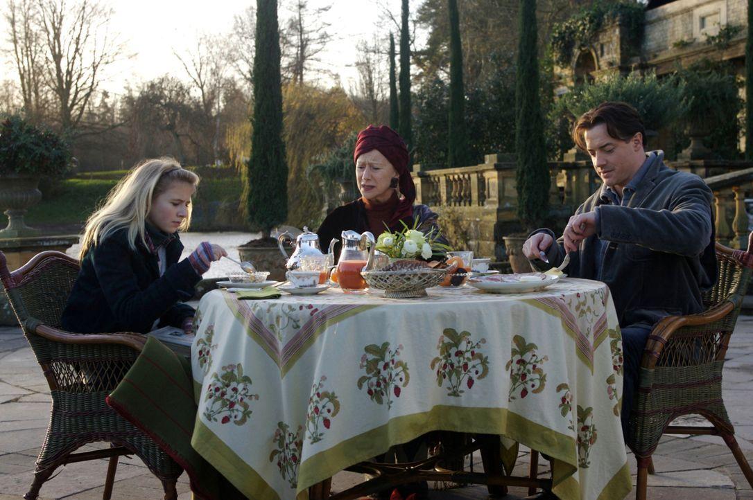 Meggie (Eliza Bennett, l.) ist alles andere als begeistert, dass sie und ihr Vater (Brendan Fraser, r.) für längere Zeit bei ihrer Großtante Elinor... - Bildquelle: Warner Brothers