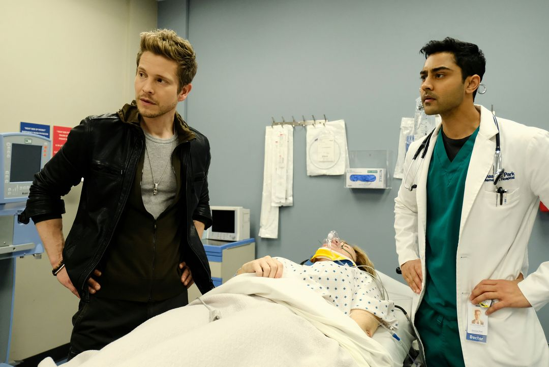 Als eine psychisch kranke Frau im Krankenhaus für Aufregung sorgt, gehen Conrad (Matt Czuchry, l.) und Devon (Manish Dayal, r.) ein großes Risiko ei... - Bildquelle: Guy D'Alema 2018 Fox and its related entities.  All rights reserved./ Guy D'Alema