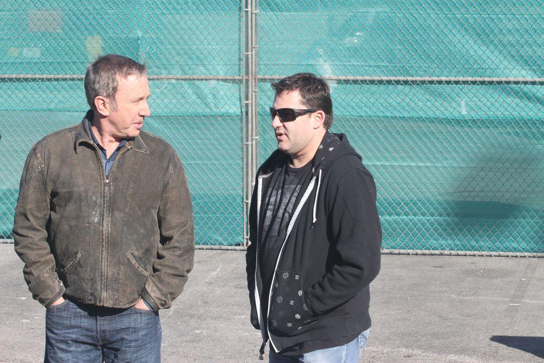 Im Rahmen einer Promotion-Aktion für Outdoor Man, trifft Mike (Tim Allen, l.) den Nascar-Rennfahrer Tony Stewart (r.). Die beiden Adrenalin-Junkies... - Bildquelle: 2011 Twentieth Century Fox Film Corporation