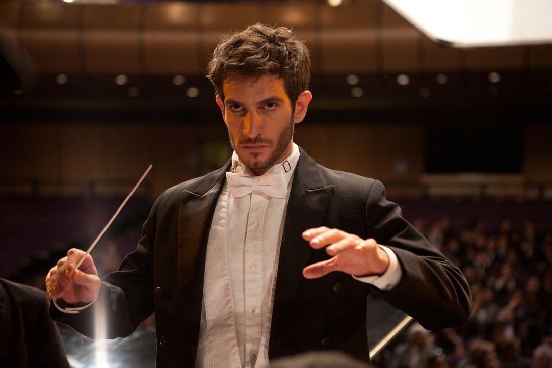 Der Spanier Adrián (Quim Gutiérrez) bekommt ein unverhofftes Angebot: eine Stelle als Dirigent beim Symphonieorchester von Bogotá. Mitsamt Freundin... - Bildquelle: Twentieth Century Fox Film Corporation. All rights reserved.