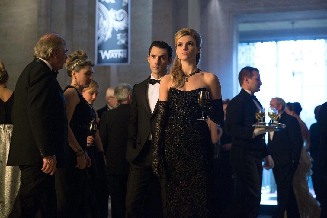 Wie wird es mit Barbara (Erin Richards, M.r.) und Ogre (Milo Ventimiglia, M.l.) weitergehen? - Bildquelle: Warner Bros. Entertainment, Inc.