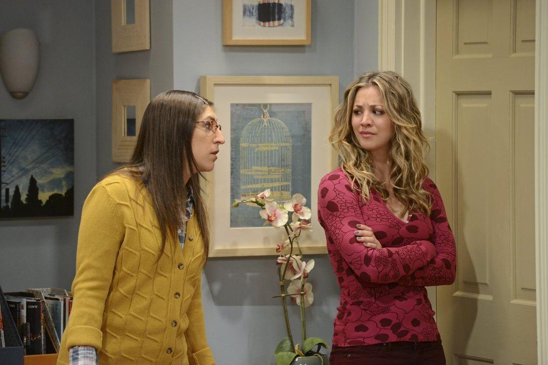Die Vorbereitungen für die Hochzeit von Bernadette und Howard sind im vollen Gange: Penny (Kaley Cuoco, r.) und Amy (Mayim Bialik, l.) ... - Bildquelle: Warner Bros. Television