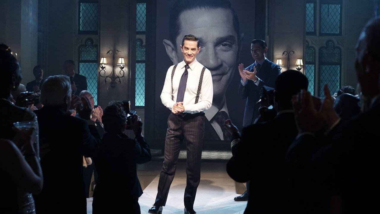 Theo Galavan (James Frain, M.) hat die Wahl zum Bürgermeister von Gotham gewonnen und plant eine große Siegesfeier, während Edward sich mit seiner T... - Bildquelle: Warner Brothers