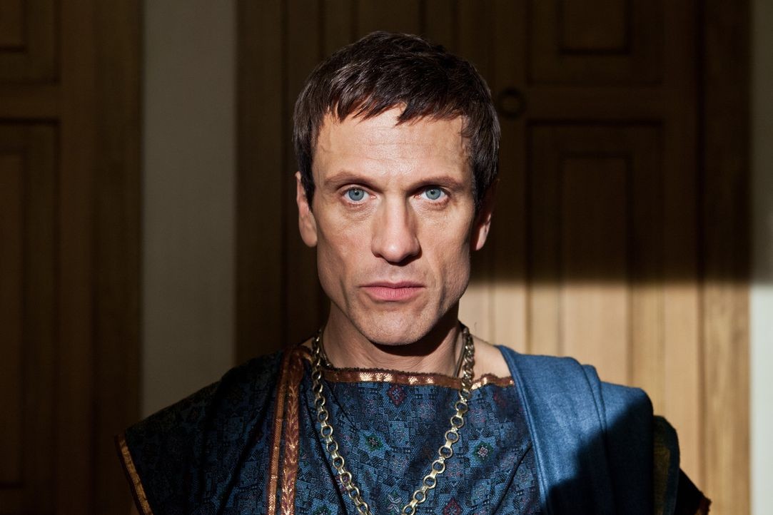 Geht äußerst sorgsam vor, um möglichst perfekt in den Kampf mit Spartacus treten zu können: der ehrgeizige Marcus Crassus (Simon Merrells)... - Bildquelle: 2012 Starz Entertainment, LLC.  All Rights Reserved