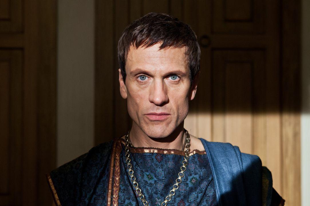 Geht äußerst sorgsam vor, um möglichst perfekt in den Kampf mit Spartacus treten zu können: der ehrgeizige Marcus Crassus (Simon Merrells)... - Bildquelle: 2012 Starz Entertainment, LLC.  All Rights Reserved