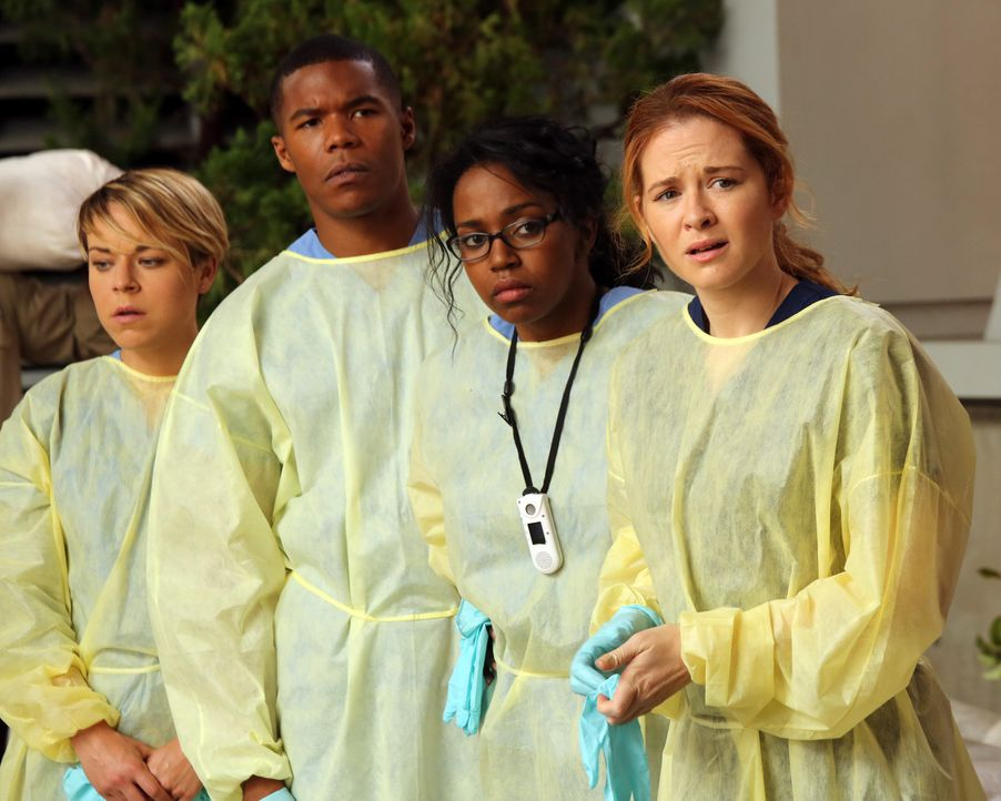 Nach einem heftigen Sturm haben die jungen Ärzte des Memorial Hospital Heather (Tina Majorino, l.), Shane (Gaius Charles, 2.v.l.), Stephanie (Jerri... - Bildquelle: ABC Studios