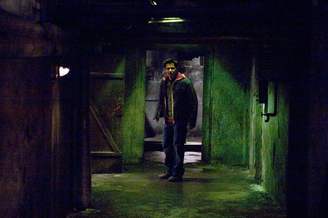 In den unterirdischen Gängen eines einsam gelegenen Hostels macht Paxton (Jay Hernandez) eine schreckliche Entdeckung ... - Bildquelle: Sony Pictures Television International. All Rights Reserved.