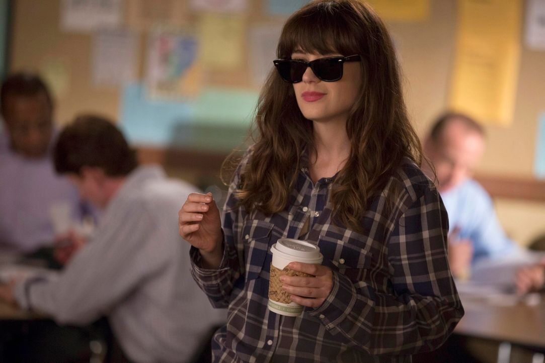Jess (Zooey Deschanel) findet eine Stelle an einer neuen Schule und will sich dort als coole Lehrerin beweisen. Dabei wendet sie sich hilfesuchend a... - Bildquelle: TM &   2013 Fox and its related entities. All rights reserved.