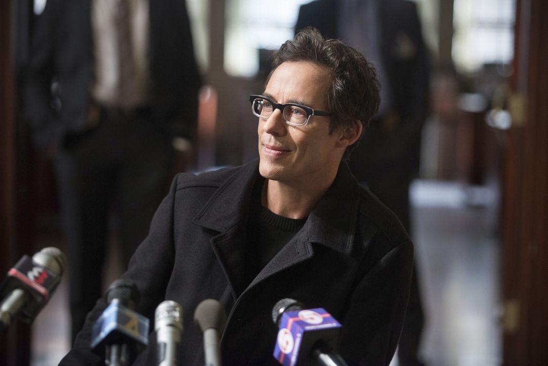 Hat Dr. Wells (Tom Cavanagh) etwas zu verbergen? Joe versucht, dies gemeinsam mit Eddie herauszufinden ... - Bildquelle: Warner Brothers.